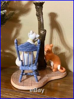 Disney WDCC 2731000 Aristocats Duchess and OMalley Plucking the Heartstrings
