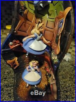 Disney WDCC 4009505 Alice in Wonderland Alice and Dinah Down the Rabbit Hole